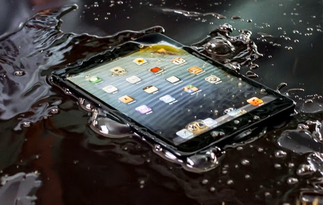 Water comes in contact with smartphone